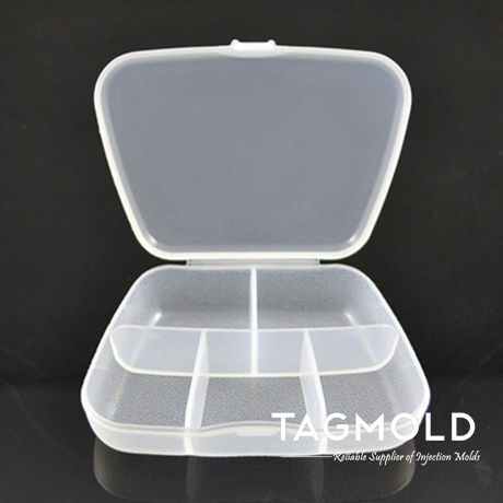 Plastic pill box with 5 space sample
