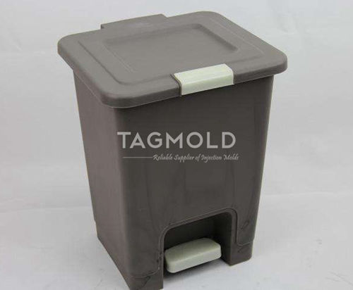 Plastic garbage bin sample with cap gray